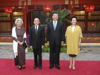 習近平主席夫婦看望柬埔寨國王西哈莫尼和太后莫尼列