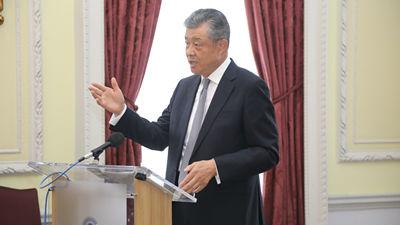 """中國駐英大使批域外大國南海""""耍槍弄棒"""":不要低估中國決心"""