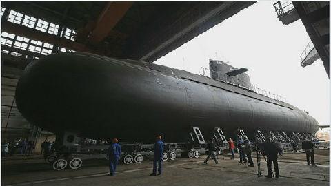 """外媒:俄海军装备升级收效明显 新潜艇号称""""深海幽灵"""""""