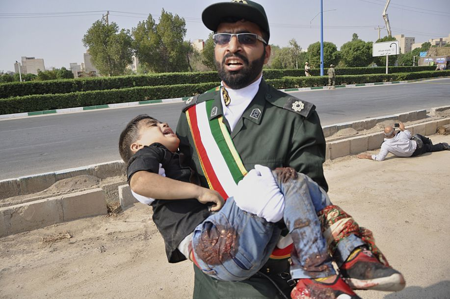 伊朗纪念两伊战争爆发38周年阅兵仪式遭袭致24死53伤