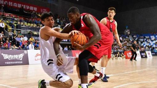 萨马兰奇体育发展基金会助力2018战马·城市传奇篮球争霸赛
