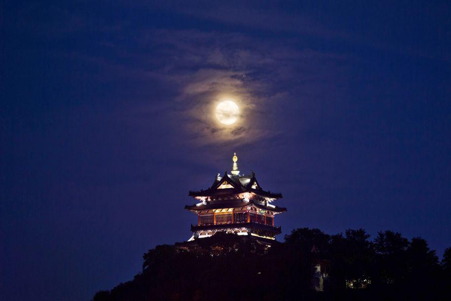 美丽中国:明月照中秋 人们庆佳节