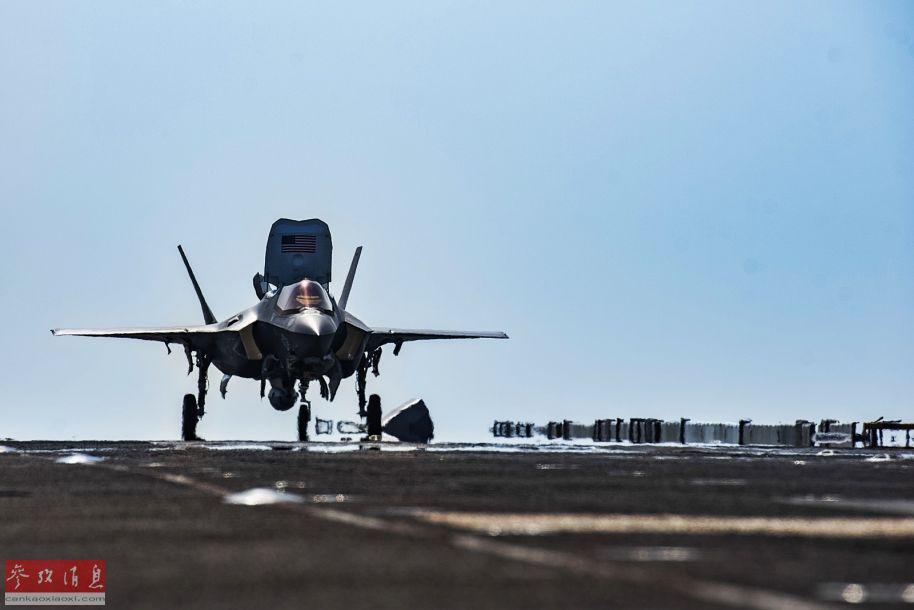 "F-35B准备从""埃塞克斯""号两栖攻击舰上起飞。"
