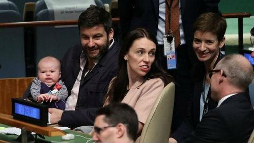 新西兰女总理带新生宝宝参加联大会议 英媒:史无前例