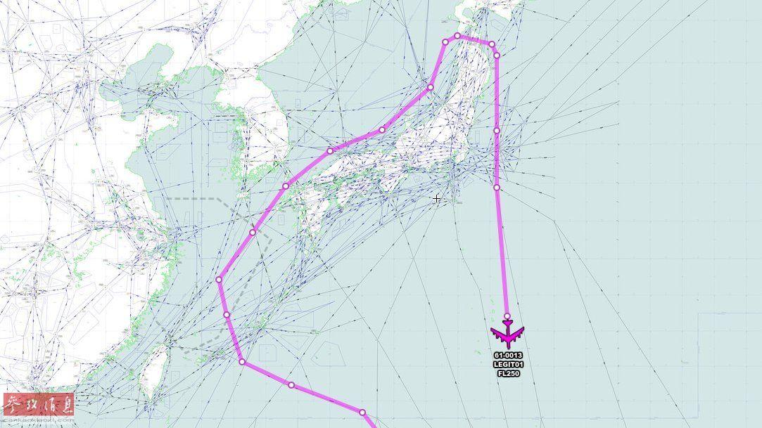 图为此次美日战机联合编队的飞行航迹示意图,可见美军B-52H轰炸机来自关岛安德森基地,在绕东海、日本海上空飞行后,在北海道附近的津轻海峡上空转向南返航。