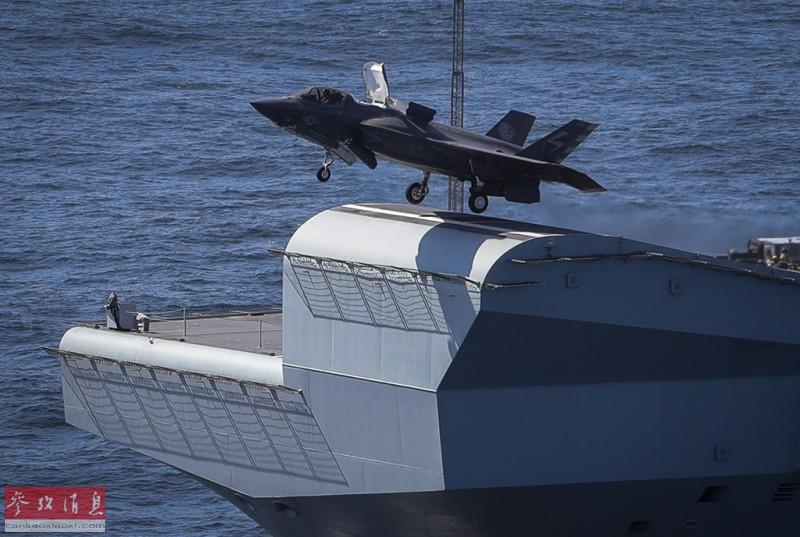 """英军飞行员驾驶F-35B从""""女王""""号航母滑跃甲板起飞瞬间。"""