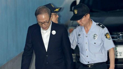 外媒关注:韩国前总统李明博因腐败获刑15年
