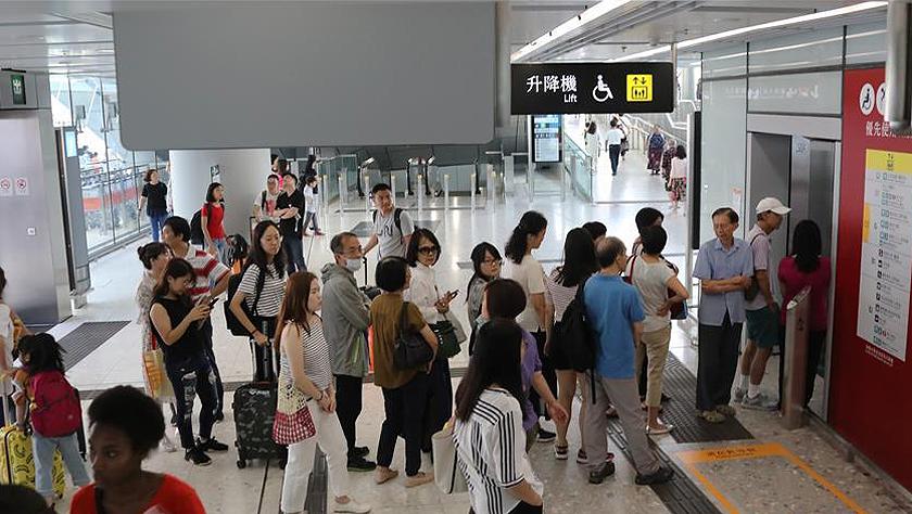 突破8万人次 高铁香港西九龙站口岸5日客流量再创新高