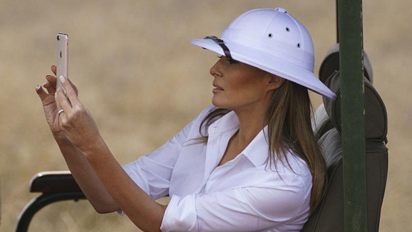 梅拉尼娅访问非洲 因为戴这顶帽子引发争议