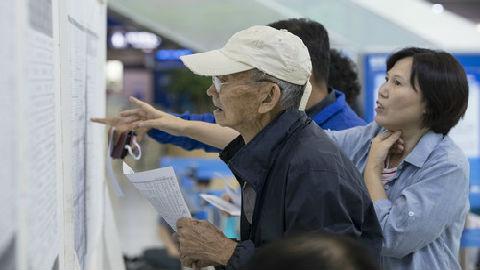 """英媒称韩国正步入""""老龄社会"""":孤独老人为生存而挣扎"""