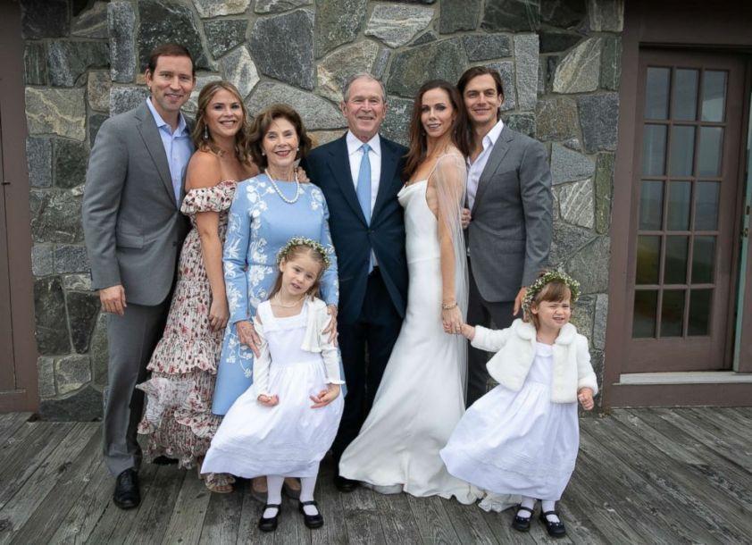 美国前总统小布什女儿低调结婚 手镯大有来头
