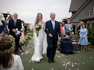 美国前总统小布什女儿低调结婚 手镯有来头