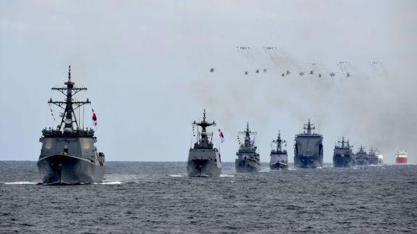 韩国海军举行大规模国际阅舰式