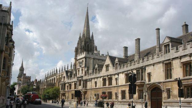 """牛津大学""""最难考题""""引热议:你乐意当吸血鬼照旧僵尸?"""