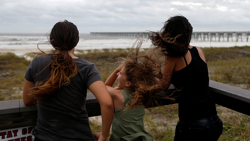 """4级飓风""""迈克尔""""登陆美国佛罗里达州"""