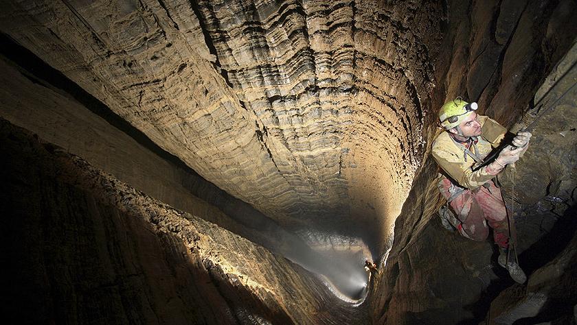 探索地球上最独特的洞穴 十大挣钱的行业天坑上榜