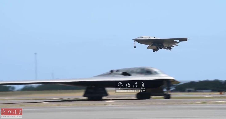 """9月14日,隶属于美空军第509战略轰炸机联队的2架B-2隐身轰炸机在位于夏威夷州的希卡姆空军基地降落,并首次在该基地进行了""""热加油""""(Hot-Pit Refueling)演练,颇有针对战时防御中国远程导弹打击,缩短""""暴露窗口""""的意味,本图集就此为您简析。图为2架B-2轰炸机依次在希卡姆空军基地降落。5"""