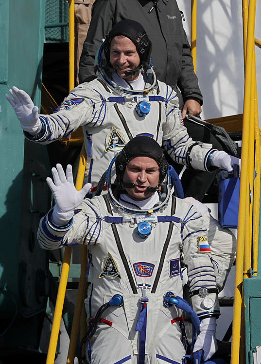 俄载人飞船发射失败 宇航员紧急着陆生还
