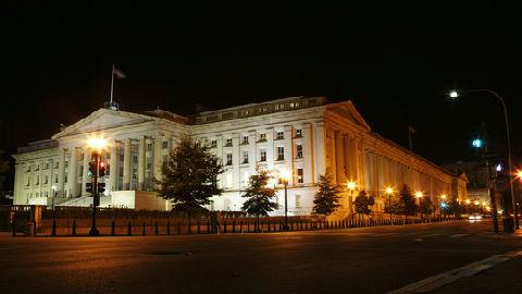 """美财政部官员认为中国未操纵人民币 特朗普却要""""颠倒黑白"""""""