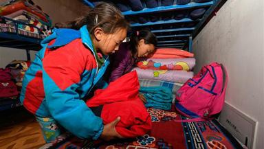 西藏山体滑坡 受灾小学师生安全转移