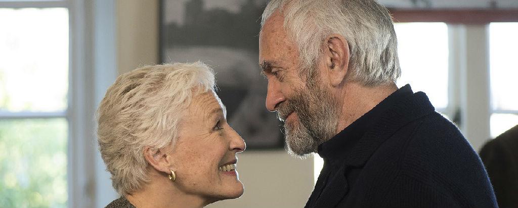 """《贤妻》:诺贝尔文学奖得主的暮年危急 """"相爱相杀""""大概才是伉俪?"""