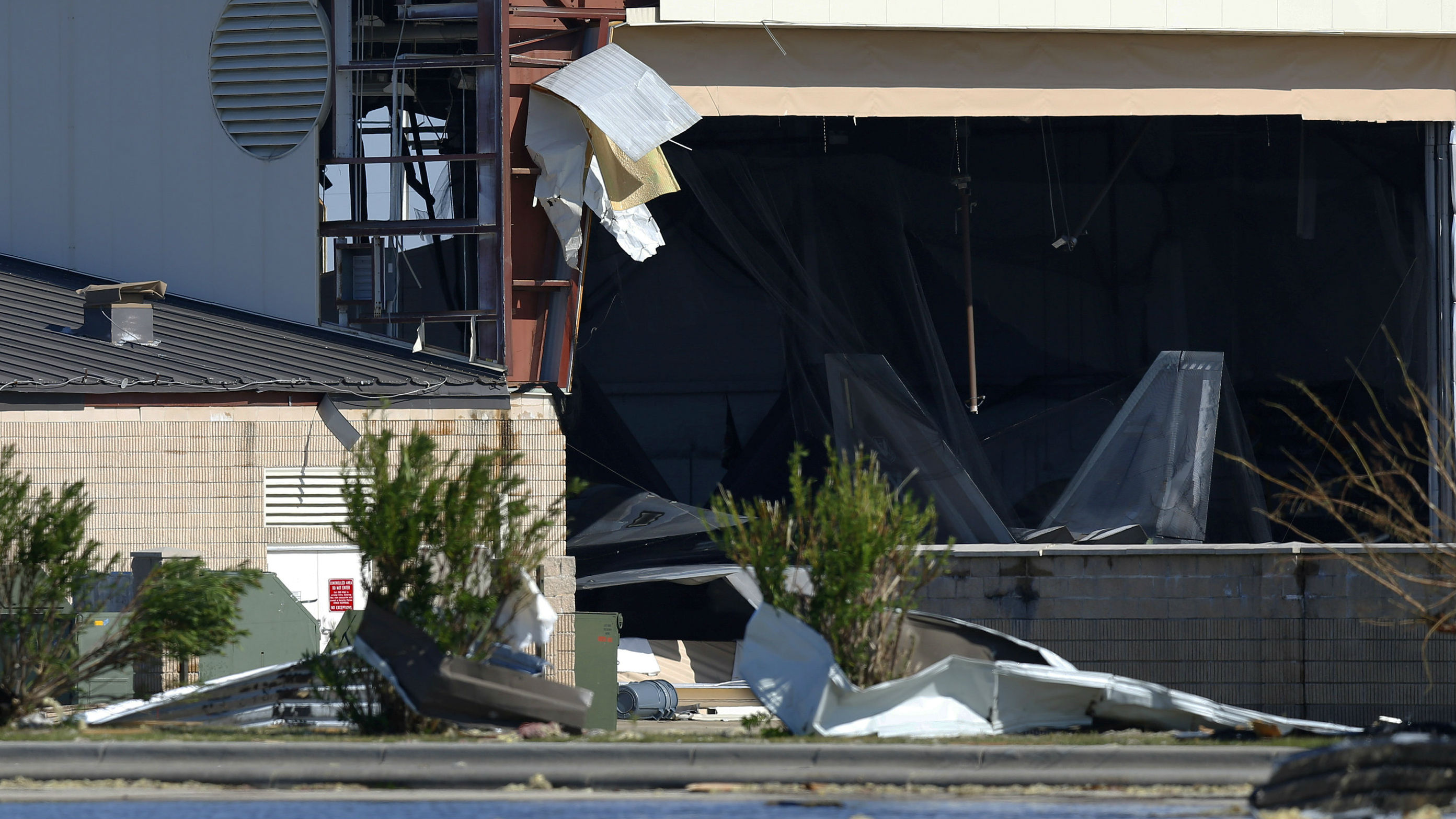 损失超过10亿美元!飓风重创美军F-22隐身战机基地