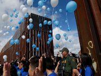 美墨部分边境短暂开放让移民与亲人团聚