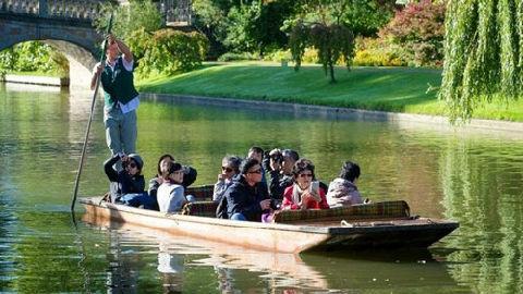 """再别康桥到""""淹没""""康桥?英媒:中国旅游团太多 剑桥拟限制游客数量"""
