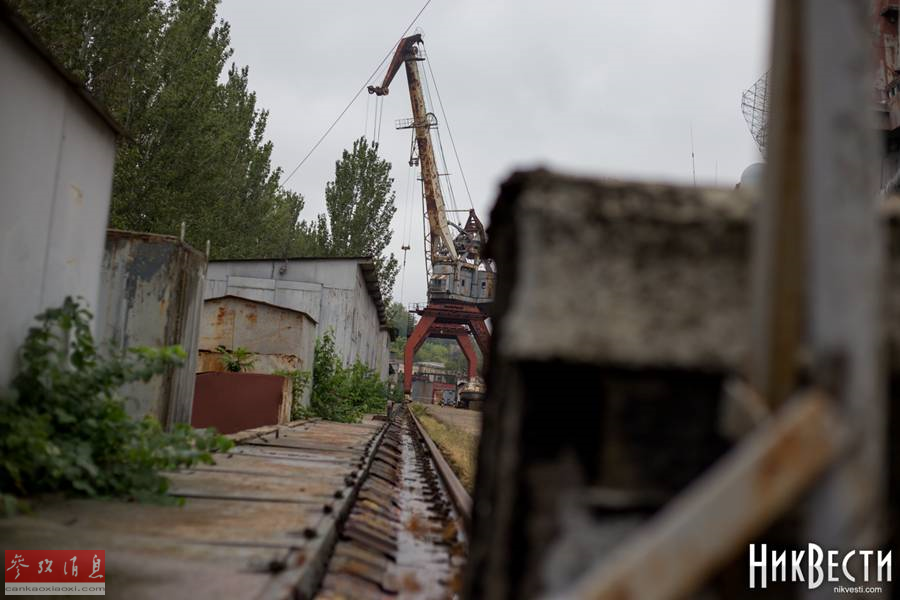 """近日網上放出一組烏克蘭尼古拉耶夫造船廠的近況照片。尼古拉耶夫造船廠,又稱黑海造船廠,是蘇聯時期的第五大造船廠,也是唯一的具備總裝航母能力的造船廠,包括""""庫茲涅佐夫海軍上將""""號和""""瓦良格""""號(遼寧艦前身)航母都出自該廠。該造船廠于1897年創建,距今已經有121年歷史。本圖集就此為您簡析。23"""