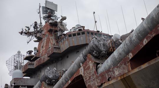 破败不胜!黝黑海造船坞创立121年停业