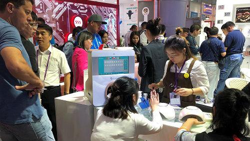 美媒:外国买家云集广交会 面对美国关税业者看法各异