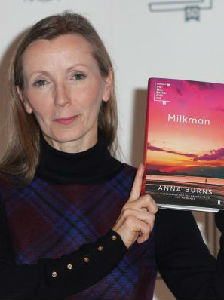 """北爱尔兰女作家赢得布克奖 以""""绝对独特""""视角描述北爱30年动乱期"""