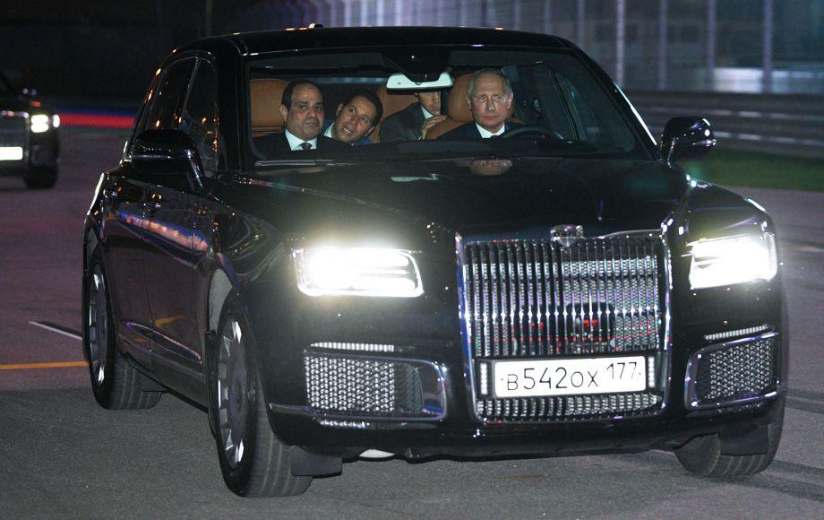 普京亲自驾车与埃及总统塞西兜风