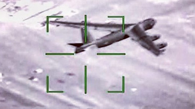 隔空叫板!俄苏35近距锁定美战机