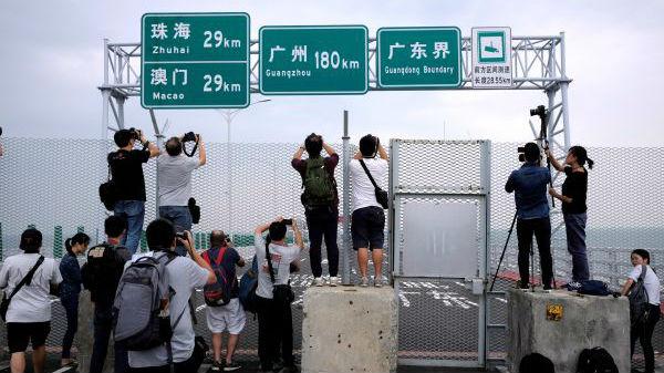 英媒:港珠澳大橋23日舉行開通儀式 24日正式通車