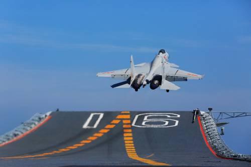 歼-15真的不如苏-33?美媒:两者比拟半斤八两