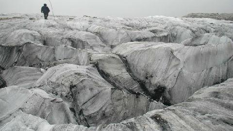 全球变暖致玉龙雪山冰川萎缩:对中国水资源影响日益加重