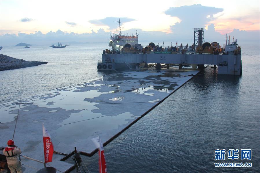"""港珠澳大桥9年建设大事记:伶仃洋上造桥 大海深处""""穿针"""""""