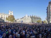 伦敦爆发大规模游行 英国70万民众呼吁二次脱欧公投
