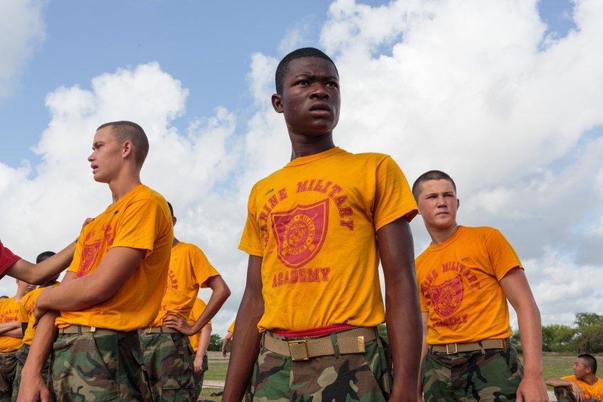 美国的青年军训营:爱国主义教育和做好防御准备