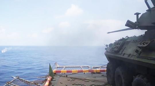 進港被拒改道南海惹事!美戰車上艦打靶