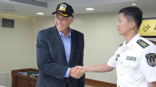 新加坡防長盛贊中國神盾艦:艦型美觀威武 艦員年輕精干