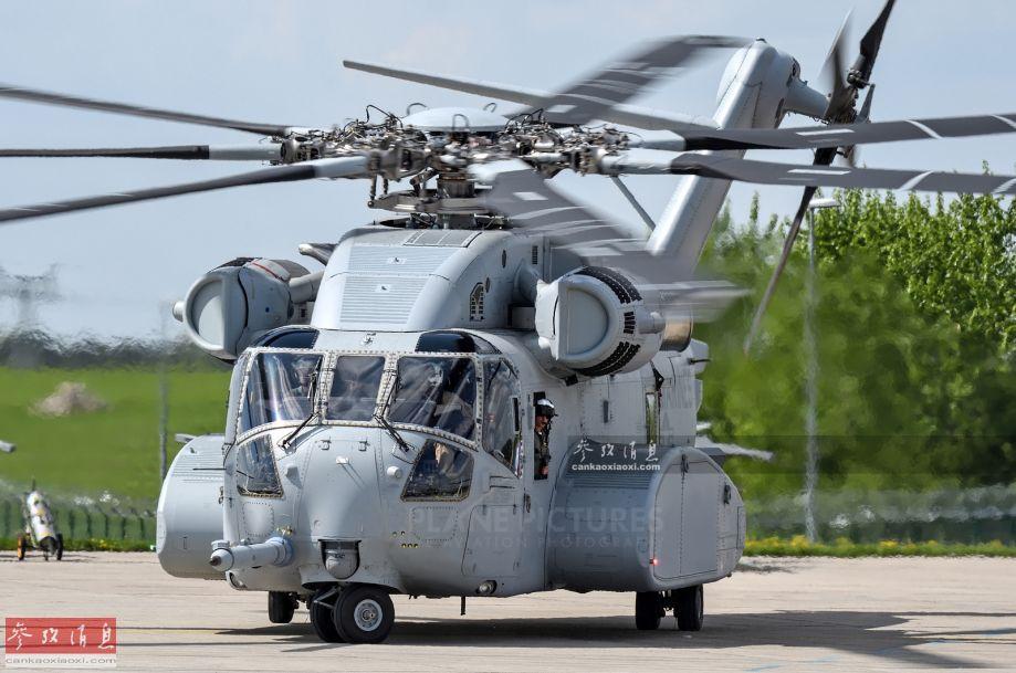 "CH-53K""種馬王""重型運輸直升機,由美國西科斯基直升機公司(現已并入洛馬)基于CH-53E""超級種馬""放大改進而來,不僅整體尺寸全面放大,且發動機總功率較CH-53E增加了43%。該型機于2015年10月成功首飛,2018年5月首架交付美海軍陸戰隊。"
