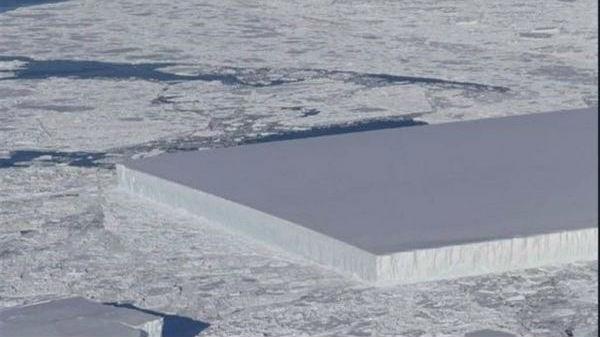 南极现长方形冰山 平整如巨刀切割 网友惊呼:外星人杰作