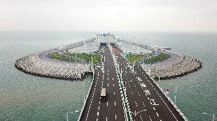 銳參考 | 港珠澳大橋通車兩天了,但它在臺灣引發的討論還在繼續——