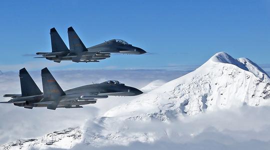 雪山飛鷹!空軍戰機在高原機場練起降