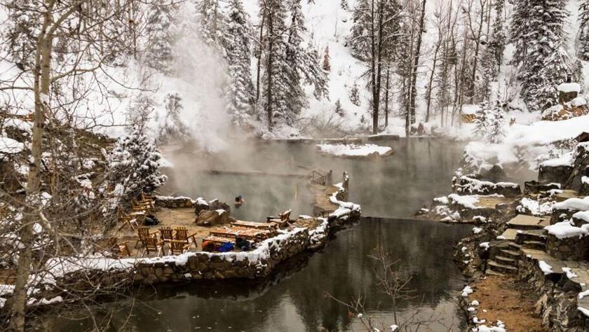 """盘点世界上最壮观温泉:感受""""冰火两重天"""""""