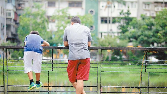 """报告揭中美日韩亲子交流状况:中国家长与孩子首先谈""""学习"""""""