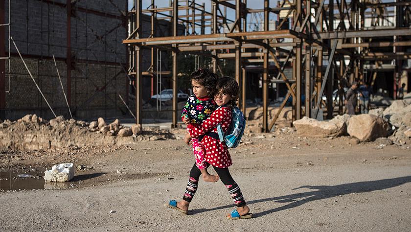 伊朗:震后近一年