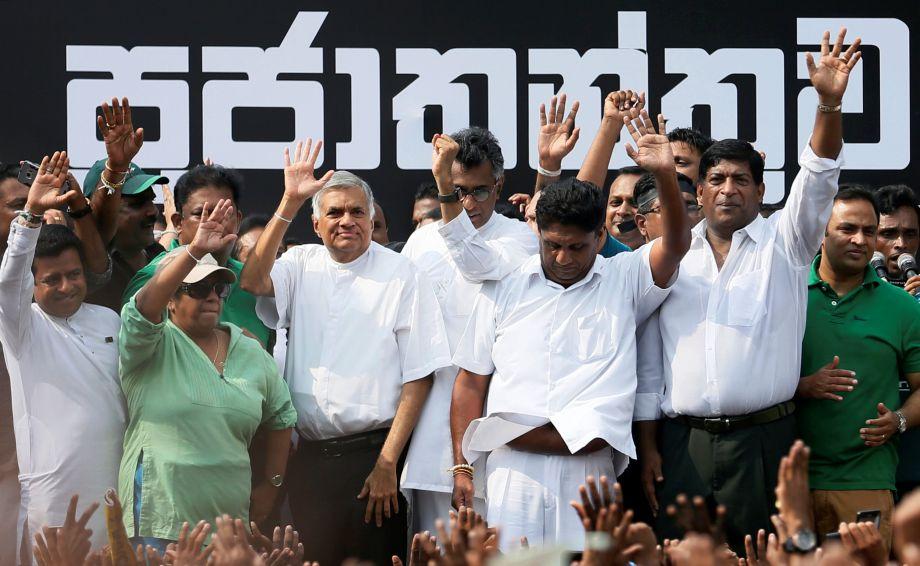 斯里兰卡民众抗议总统罢黜总理